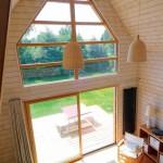 5-vedere din dormitorul de la mezanin spre living parter casa mica lemn