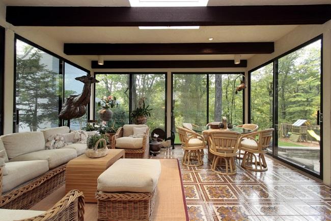 5-veranda mare cu usi glisante pe intreaga suprafata a peretilor