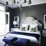 6-amenajare dormitor mic pereti gri inchis mobila alba accente bleumarin