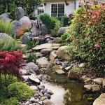 6-amenajare parau apa curgatoare printre pietre mari curtea casei