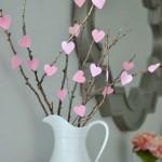 6-aranjament decorativ de sfantul Valentin din crengute si inimioare roz