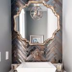 6-baie mica finisata cu faianta cu aspect metalizat montata stil solzi de peste