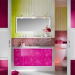 6-baie moderna amenaja in alb roz fuchsia si vernil