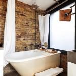 6-baie moderna finisata cu caramida aparenta amenajata in stil industrial