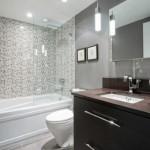 6-baie moderna placata partial cu mozaic si finisata in rest cu lavabila gri