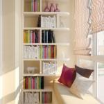 6-biblioteca si loc de lectura amenajat intr-un balcon mic si ingust