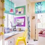 6-birou camera copil asezat in fata ferestrei