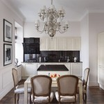 6-bucatarie cu mobila alba blat si pereti placati cu granit negru