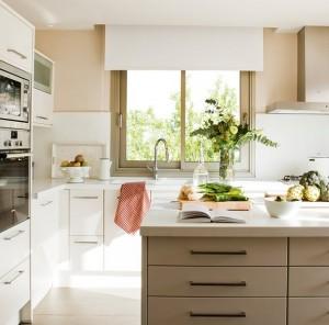6-bucatarie luminoasa dotata cu mobilier alb modern