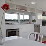 6-bucatarie moderna cu mobila alba si multe spatii de depozitare casa Milan 31 mp