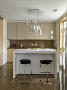 6-bucatarie moderna mica cu mobila lucioasa cappuccino deschis