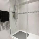 6-cabina de dus ampla si spatioasa in locul cazii din baia renovata
