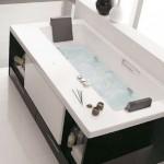 6-cada prevazuta cu rafturi de depozitare si dulapuri dedesubt solutie pentru bai mici