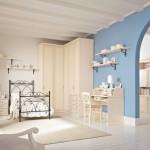 6-camera fetita cu mobilier crem si perete de accent bleu