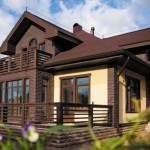 6-casa cu acoperis tamplarie si stalpi maro si fatada bej