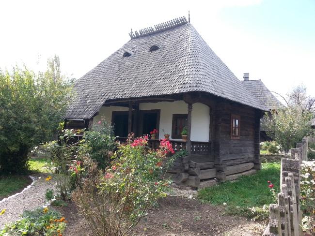 6 casa mica taraneasca si gradina