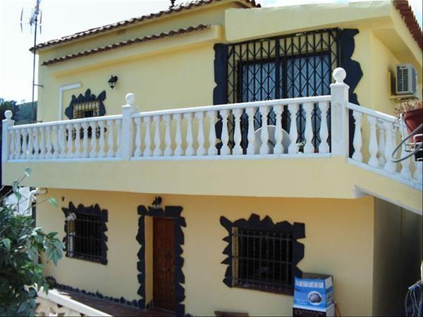 6-casa veche fata renovata si balustrada noua din beton balcon