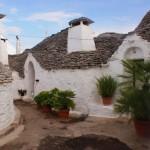 6-case vechi din piatra trulli in alberobello italia
