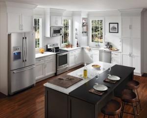 6-combina frigorifica side by side in amenajarea unei bucatarii mari