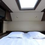 6-dormitor-cu-pat-si-spatii-de-depozitare-casa-pe-roti-stx-mercedes-actros
