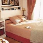 6-dormitor mic decorat in portocaliu cu multe elemente decorative