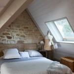 6-dormitor rustic amenajat in mansarda decorat cu piatra naturala