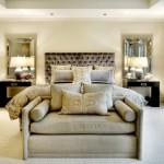 6-draperii crem ca peretii cu imprimeu cappuccino ca patul din dormitor