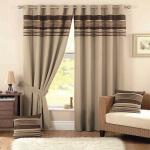 6-draperii-groase-bej-pentru-ferestrele-din-living