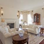 6-draperii infasurate pe galerie din lemn decor living amenajat in stil clasic