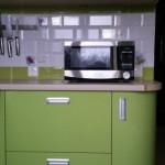 6-dulap rotunjit amenajare bucatarie mica moderna in alb si vernil