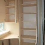 6-dulap si birou proiectate intr-o laterala a balconului