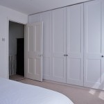 6-dulapuri mari construite in peretele unui dormitor