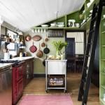 6-dupa redecorare bucatarie mansarda in alb rosu si verde