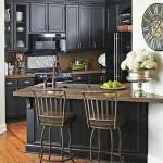 6-dupa renovare bucatarie asimetrica pe doua laturi mobila de culoare neagra