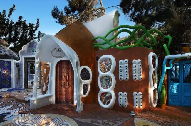 6-exterior casa din pamant tehnica cob inspiratie africana Euphoria ArtLand