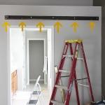 6-fixare sina superioara pe perete deasupra golului de usa