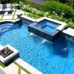 6-foc de tabara construit pe marginea piscinei