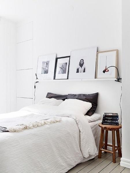 6-fotografii alb-negru in accentuarea unui perete din dormitor