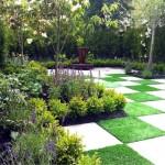6-gradina mica cu arbusti ornamentali si flori violet