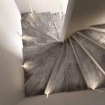 6-gresie-ce-imita-lemnul-in-placarea-treptelor-unei-scari-interioare