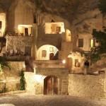 6-hotel cappadocia turcia sapat in stanca de calcar noaptea