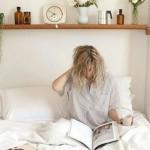 6-inaltimea de montare a unei polite pe peretele de la capul patului din dormitor