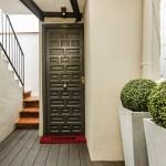 6-intrare apartament mic mansarda bloc centrul Barcelona