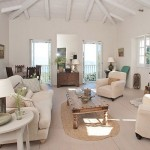 6-living confortabil cu semineu interior casa de piatra vila Iriti Corfu