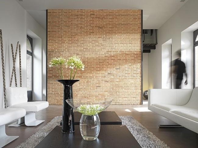 6-living mare modern cu perete imbracat cu caramida aparenta