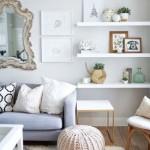 6-living mic decorat cu polite albe si oglinda in rama frumoasa