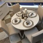 6-loc de luat masa cu masa rotunda si 4 scaune bucatarie amenajata stil clasic