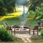 6-loc de relaxare din curte in fata unui foc de tabara frumos