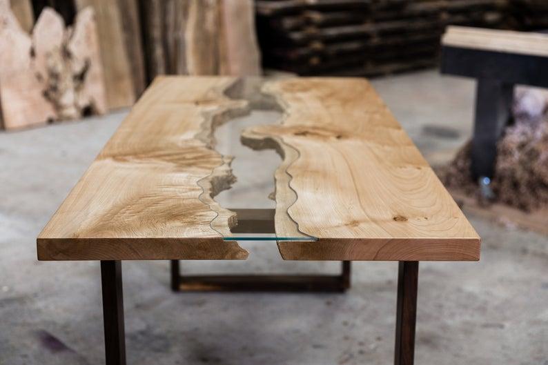 masuta lemn artar rasina epoxidica clara picioare lemn nuc
