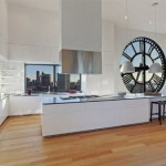 6-mobila alba bucatarie minimalista brooklyn new york apartament turn cu ceas